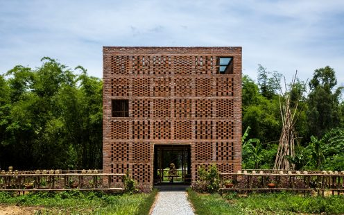 "Terra Cotta Studio; Brick Award 2018 Category Winner Category ""Working Together""; Tropical Space, Photo:  Oki Hiroyuki"